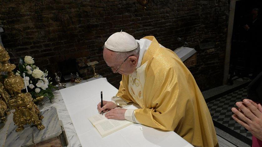 """Papa já assinou a exortação apostólica para os jovens """"Cristo Vive"""""""