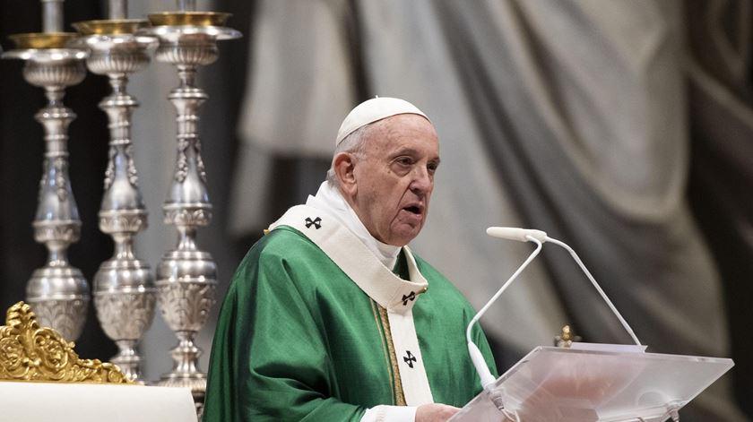 Papa desafia católicos a ler todos os dias umas palavras da Bíblia