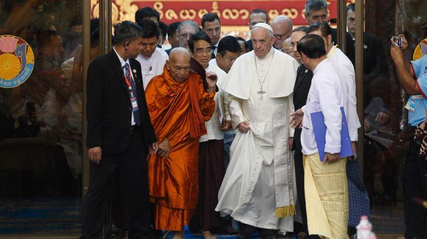 Papa compara Buda a Francisco de Assis em encontro com conselho budista