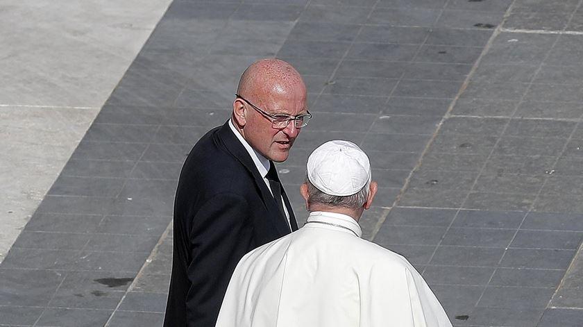 Papa Francisco com o ex-diretor da polícia do Vaticano Domenico Giani. Foto: Ricardo Antimiani/EPA