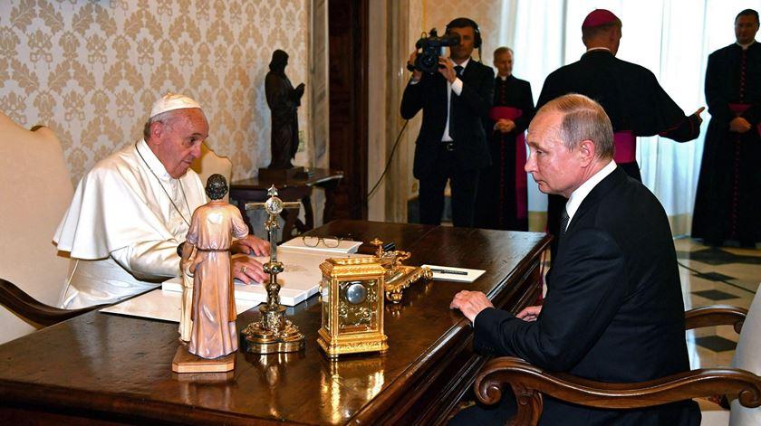 Putin e Papa Francisco estiveram reunidos quase uma hora