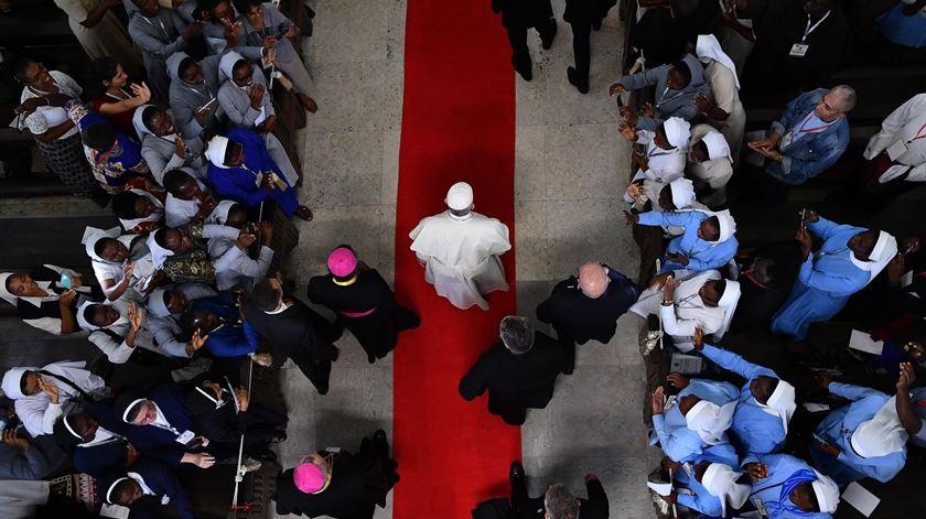 """Papa convida sacerdotes a """"sair dos lugares importantes e solenes"""""""