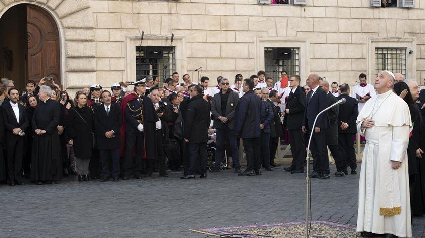 Papa Francisco em Roma a prestar homenagem a Imaculada Conceição. Foto: Claudio Peri/EPA
