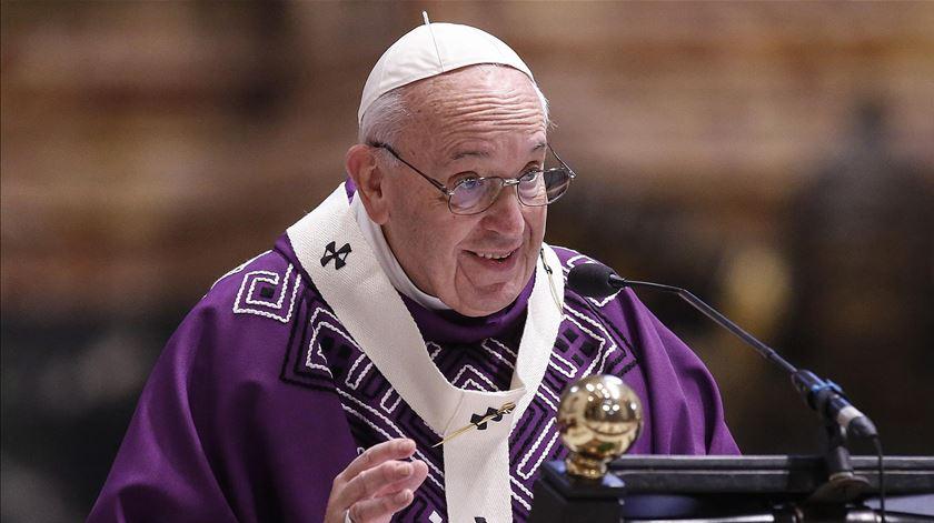 Papa quer que futuros núncios cumpram um ano de missão
