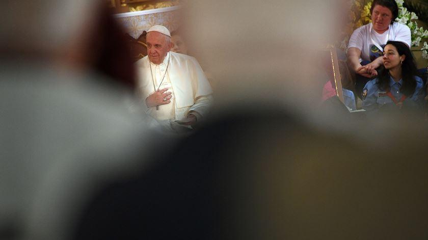 """Papa convida diferentes religiões a """"derreter o gelo da guerra"""" com o amor"""