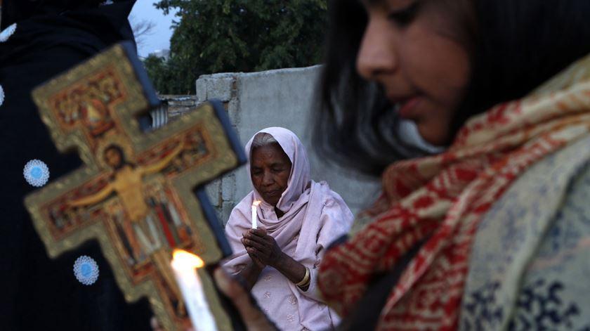 Cristãos no Paquistão, onde a perseguição é uma realidade diária. Foto: Sohail Shahzad/EPA