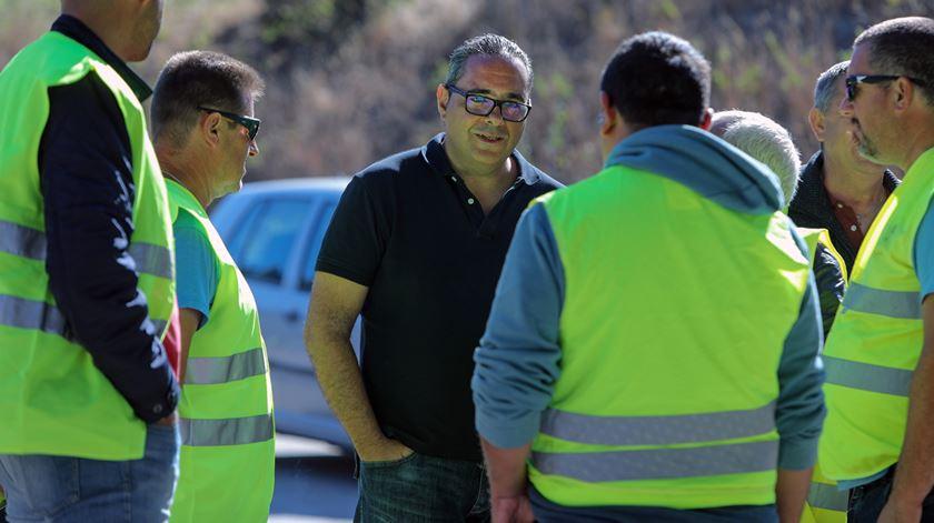 Pardal Henriques com motoristas em Aveiras de Cima. Foto: Miguel A. Lopes/Lusa