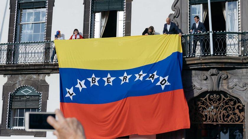 Funchal. Centenas de manifestantes protestam contra Governo de Maduro