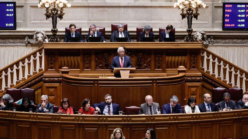Orçamento aprovado no Parlamento com votos contra do PSD e do CDS