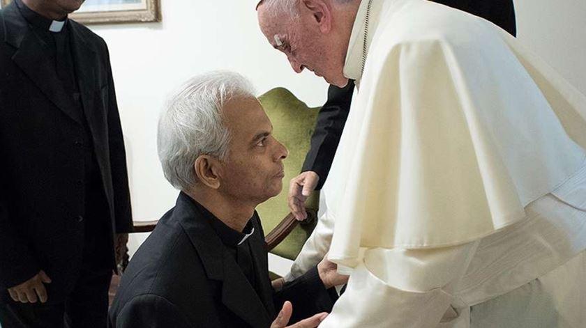 Padre Tom foi recebido pelo Papa após 18 meses de cativeiro. Foto: L