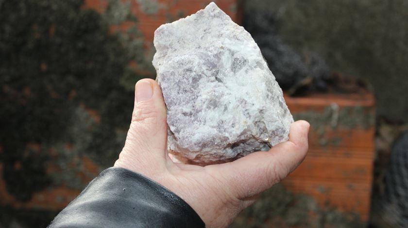 Pedra que quase acertou no marido de Dulce. Foto: Liliana Carona/RR