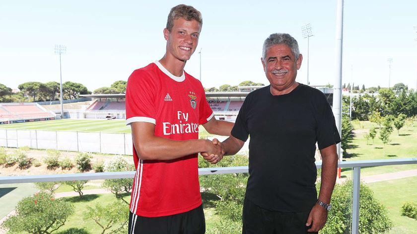 Benfica renova contrato com defesa-central da equipa sub-23