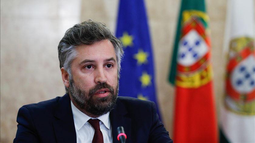 Ministro deseja terceira ponte sobre o Tejo e anuncia comboios novos para a CP