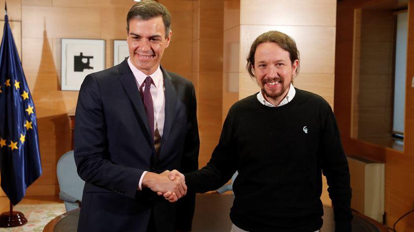 """PSOE e Podemos negoceiam """"governo de cooperação"""""""