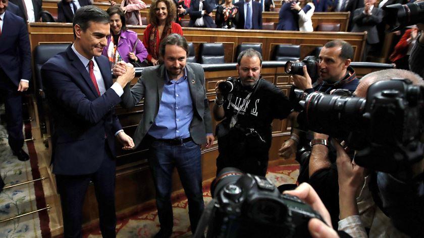 Pedro Sánchez investido primeiro-ministro de Espanha por dois votos
