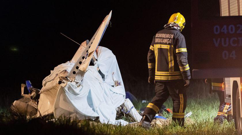 Destroços da aeronave que caiu, no sábado, em Bragança Foto: Pedro Sarmento Costa/Lusa
