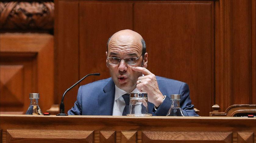 Ministro da Economia testa positivo à Covid-19
