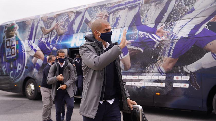 Marcar e ultrapassar Jorge Costa? Pepe quer é sair de Manchester sem sofrer golos