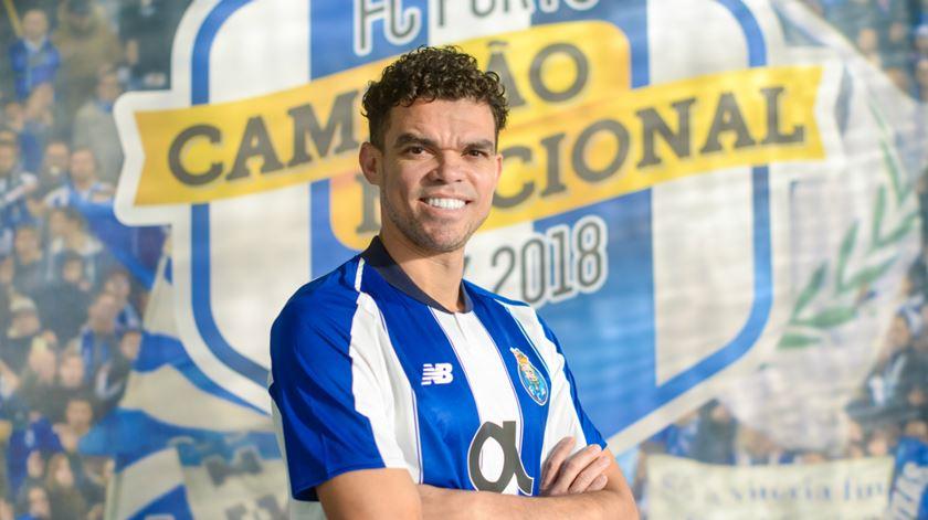 FC Porto oficializa regresso de Pepe