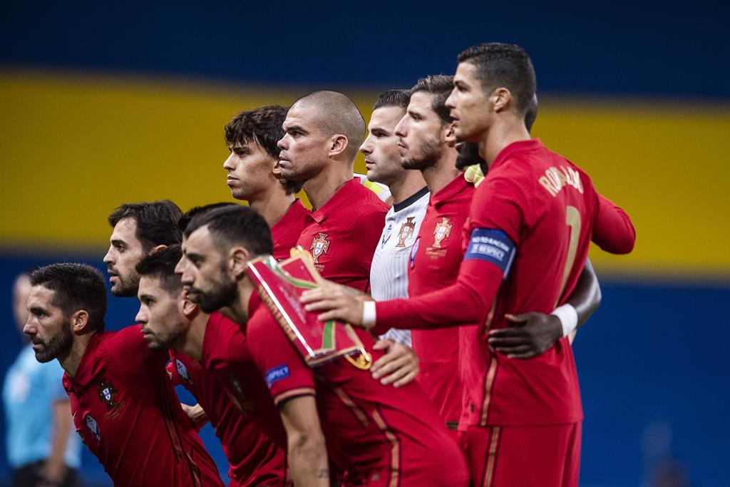 Fernando Santos poderá contar com mais três jogadores do que o habitual no Europeu Foto: Johanna Lundberg/Bildbyran/Reuters