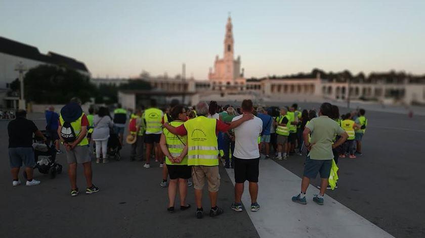 Reportagem da jornalista Aura Miguel com peregrinos em direção a Fátima