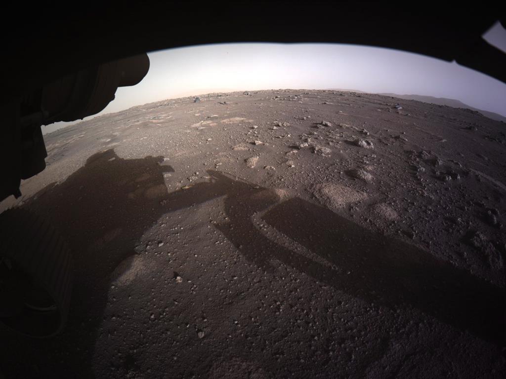 Primeira imagem colorida de Marte captada pelo robot Perseverance. Foto: NASA/EPA