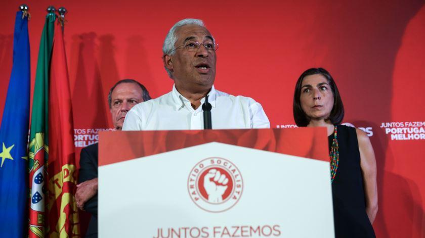 """Líder socialista destacou a """"maior vitória eleitoral da história do PS"""", afirmando que o partido sai reforçado. Foto: Tiago Petinga/Lusa"""