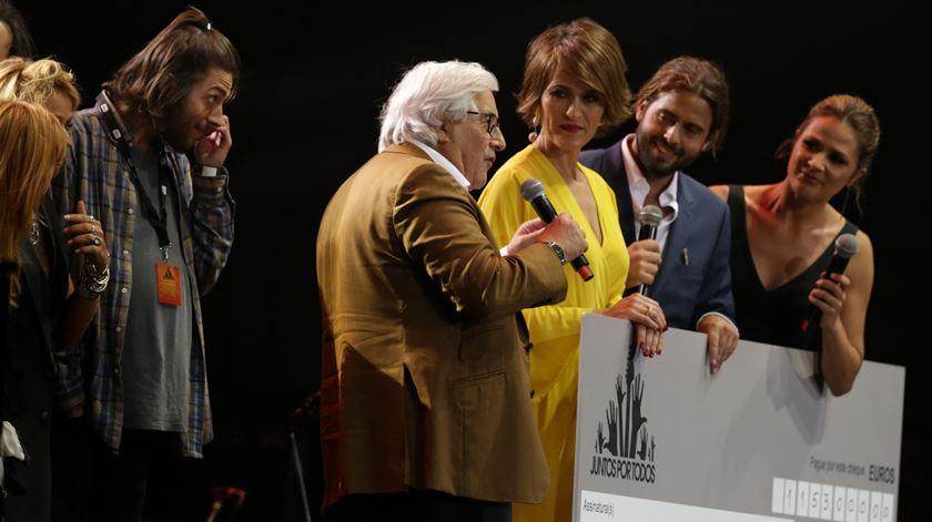 Presidente da União das Misericordias , Manuel de Lemos, agradece a contribuição. Foto: Tiago Petinga/Lusa