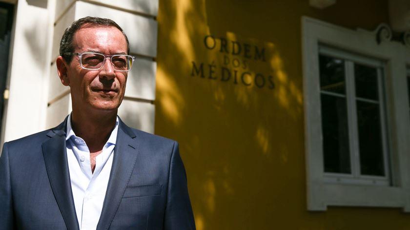 Bastonário avisa: ministro vai ter de escolher se quer uma saúde com ou sem médicos