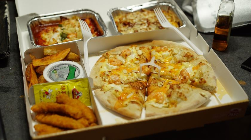Pedidos de entrega de comida ao domicílio aumentaram 130%