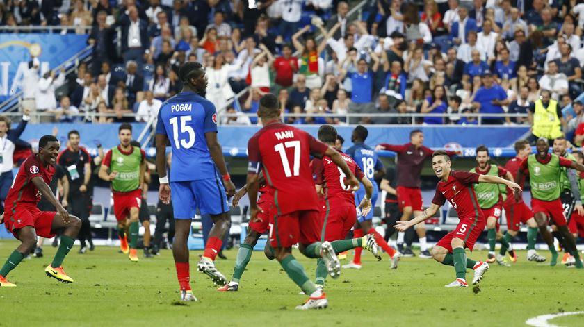 Pogba assitiu aos festejos de Portugal na primeira fila. Foto: Michael Dalder/Reuters