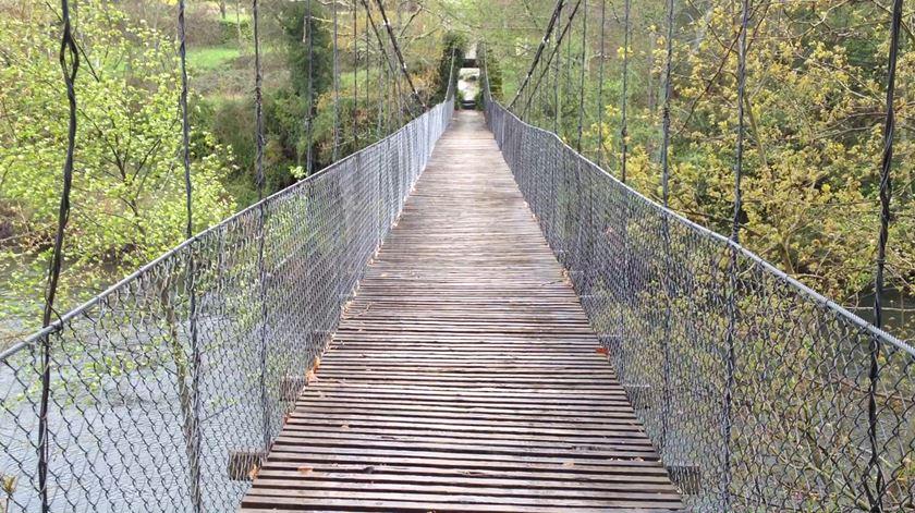 Ponte de arame, sobre o Tâmega. Foto Olímpia Mairos/RR