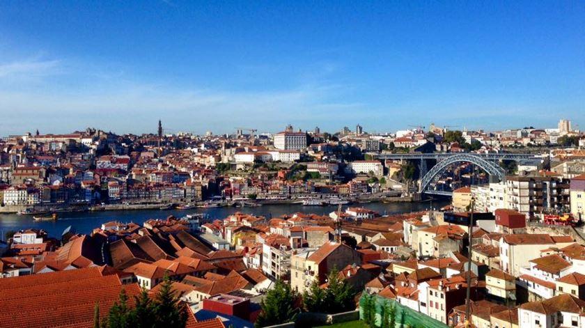 """Porto. Cobrança de """"avisos"""" por estacionamento abusivo é ilegal, afirma especialista"""