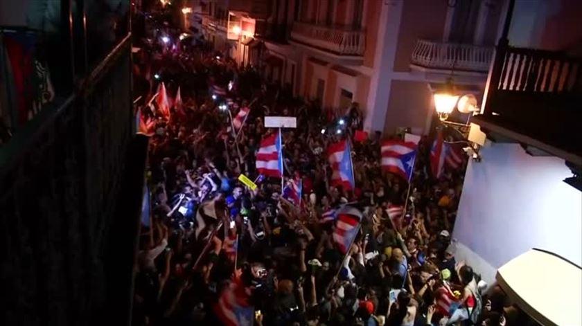 Protestos levam à demissão de governador de Porto Rico