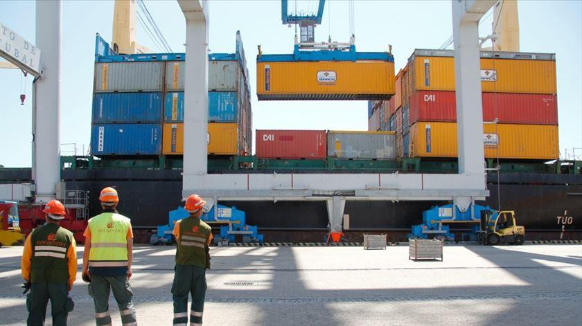 Controlado derrame de ácido sulfúrico no porto de Setúbal