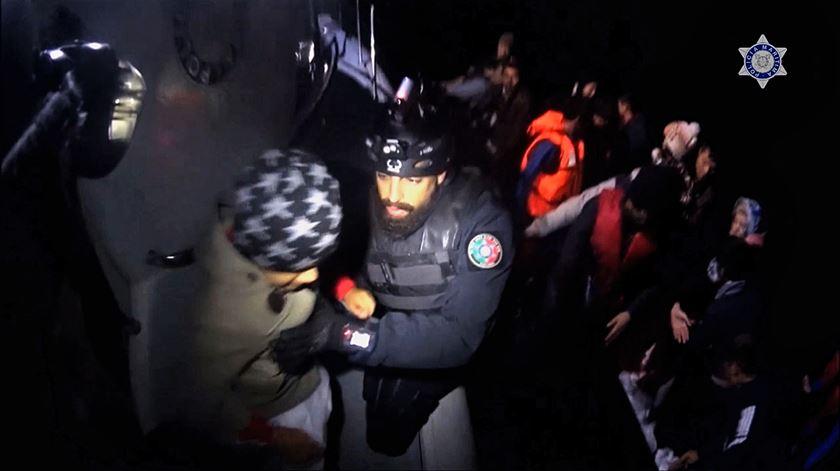 Polícia Marítima resgatou quase mil pessoas das águas do Egeu em 2017