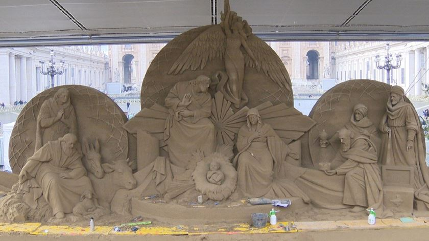 Presépio de areia na Praça de São Pedro é inaugurado esta tarde