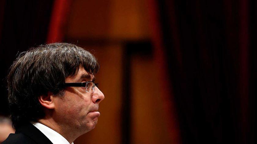 Catalunha. Puigdemont declara independência, mas deixa-a em suspenso
