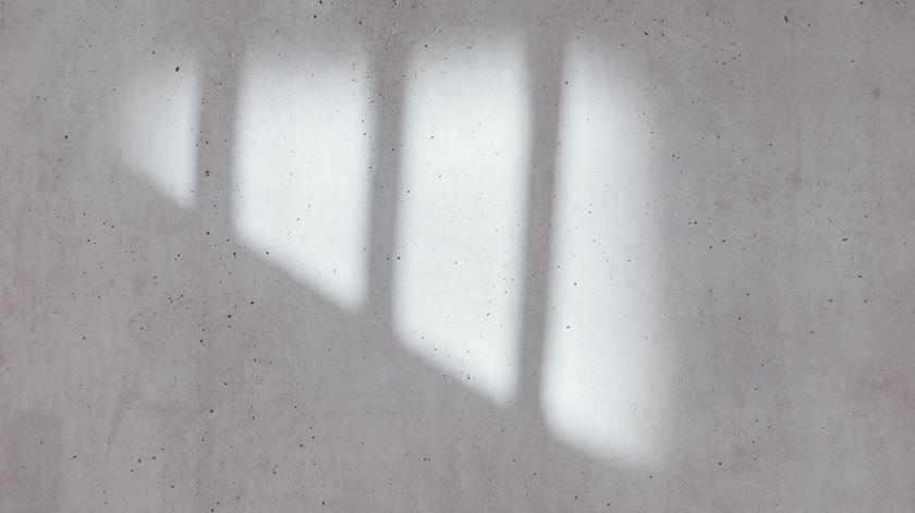 Recluso morre engasgado com pão na prisão de Santa Cruz do Bispo