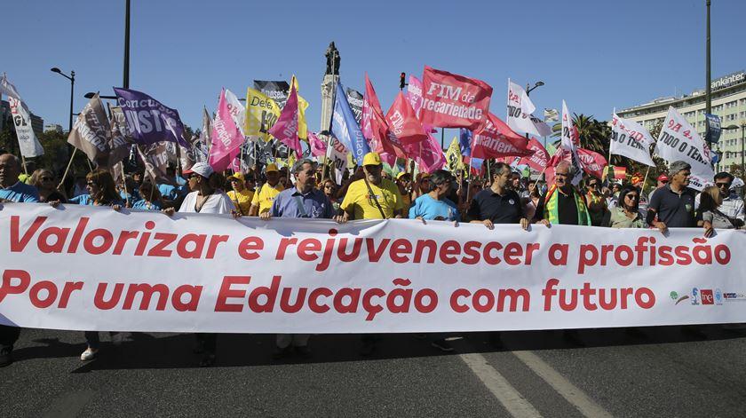 """Dia Mundial do Professor. FNE pede valorização da profissão """"na próxima legislatura"""""""