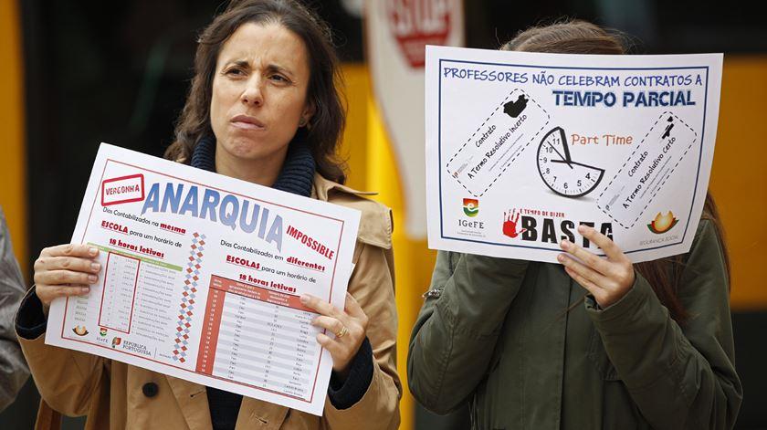 """Professores descartam greve às avaliações, avançam com """"comícios de indignação"""""""