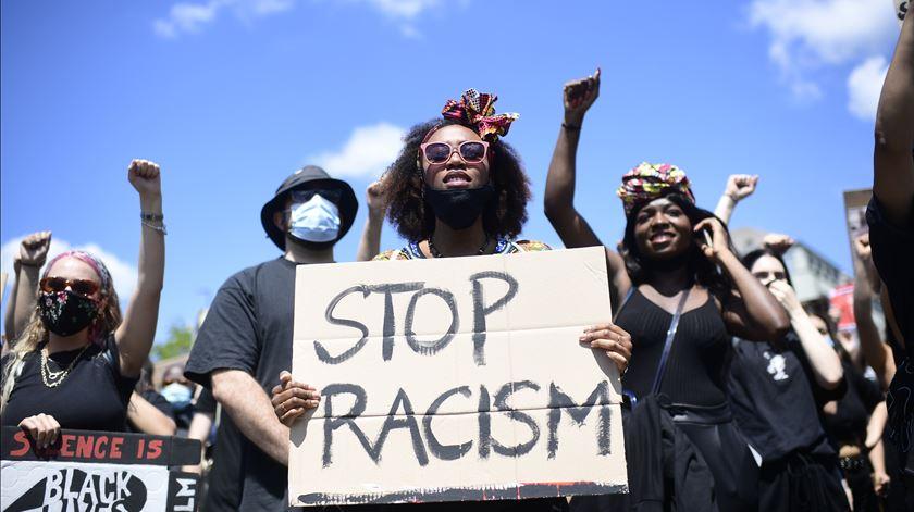 Mais de metade dos portugueses concordam com ideias racistas