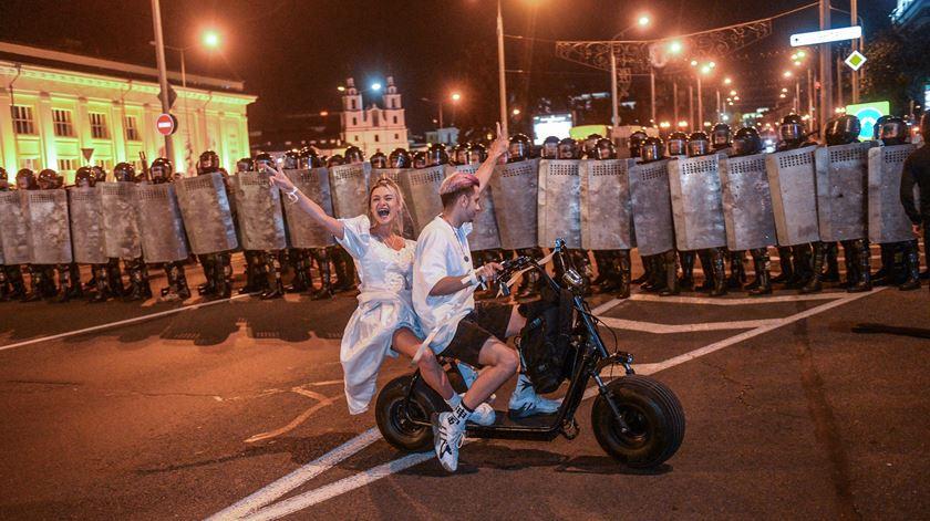 Governo da Bielorrússia retira credenciais a 17 jornalistas de media estrangeiros
