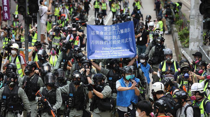 """Japão pede à China para manter sistema """"livre e aberto"""" de Hong Kong"""
