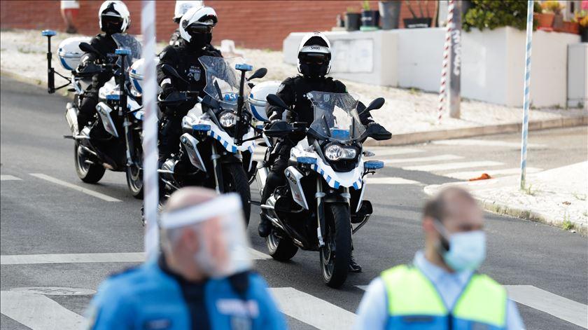 Mais fiscalização para polícias que escrevam comentários racistas nas redes sociais