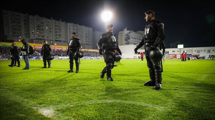 """Estoril-FC Porto. Sporting ao ataque: """"Afinal, a bancada não estava em risco"""""""