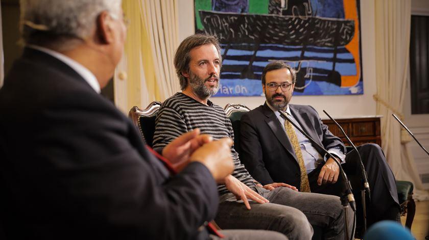 Jacinto Lucas Pires e João Taborda da Gama, comentadores regulares da Renascença, explicaram como o 25 de abril lhes foi transmitido através dos pais.