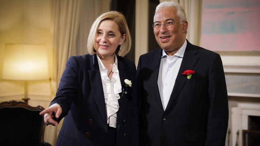 Graça Franco, diretora de informação da Renascença, com António Costa.