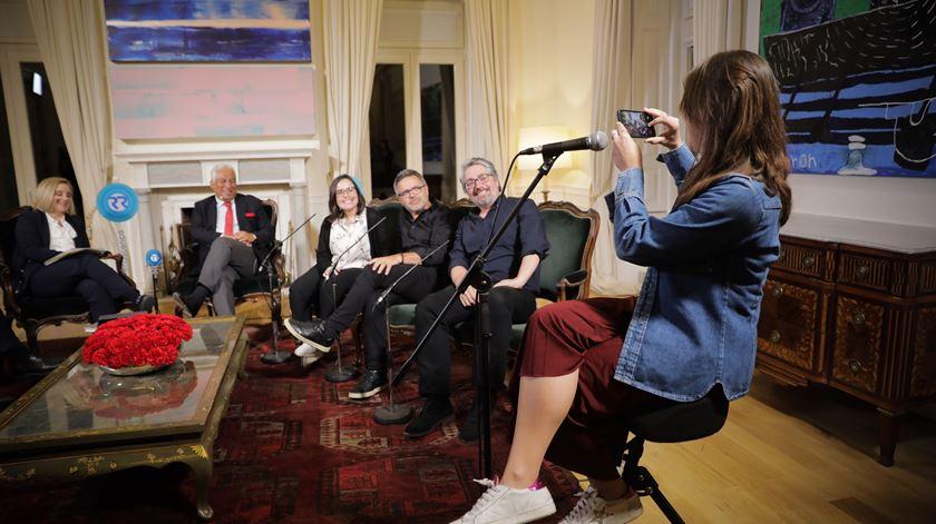 """Momento """"selfie"""" com os humoristas, que acabou por ser tirada por Márcia."""
