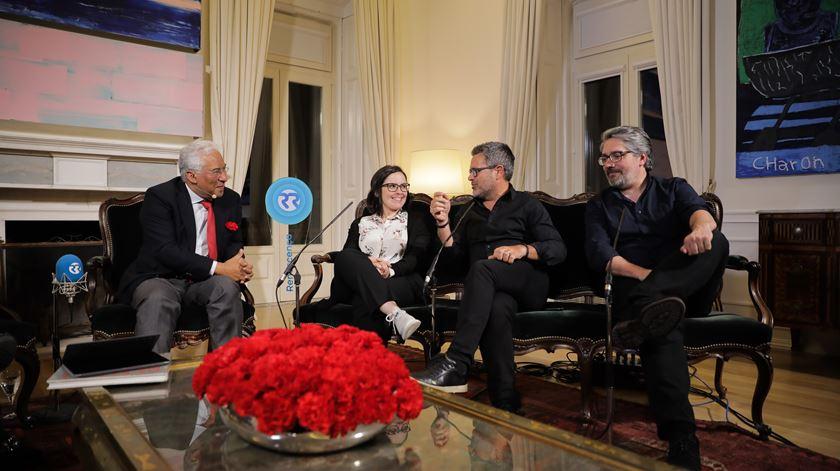 António Costa com os humoristas Joana Marques, Nilton e Nuno Markl.